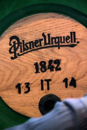 Pilsner_Urquell_wooden-barrel_particolare